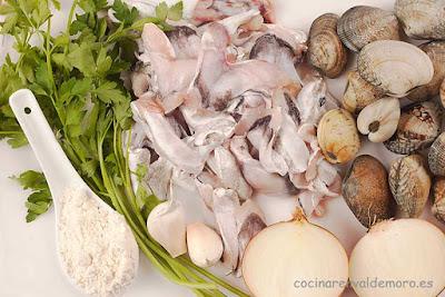 Ingredientes: cocochas, almejas, cebolla, harina, ajo, perejil, ...