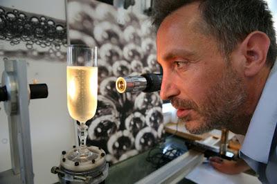 Sciences ~ Le physicien du champagne qui capte la légèreté des bulles dans - SCIENCES a4
