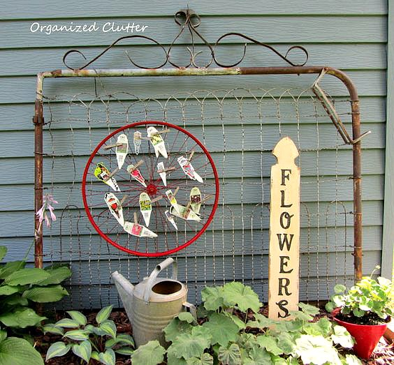 Backdrops for Junk Gardens & Foundation Plantings #junkgarden #gardenjunk #gates #vintage