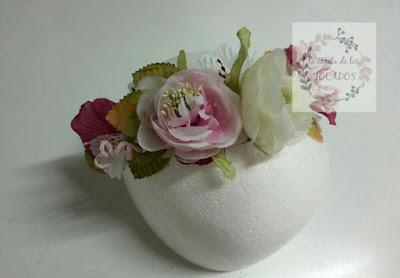 diadema para invitada perfecta con hojas y flores en varios colores