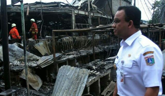 Tinjau Lokasi Kebakaran Pasar Blok A, Anies Janji Bantu Modal Rp 10 Juta Tiap Pedagang