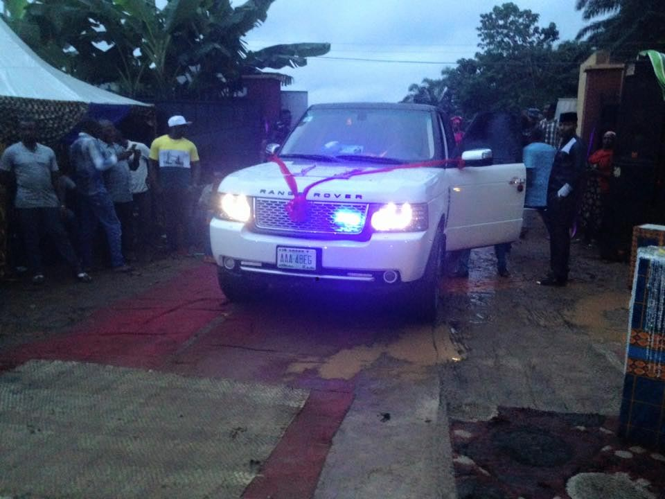 Enugu man surprises bride with 20m naira Range Rover on wedding day