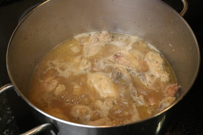 Preparación de pollo al ajillo en salsa
