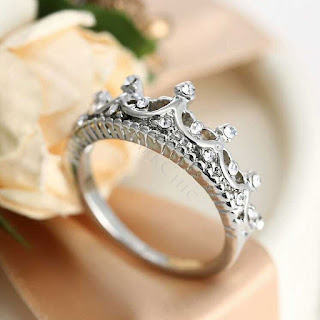 EXQUISITE CROWN WOMEN'S STERLING SILVER RING