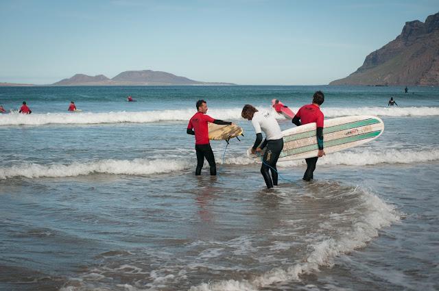 Lectii de surfing pe Playa de Famara, Lanzarote