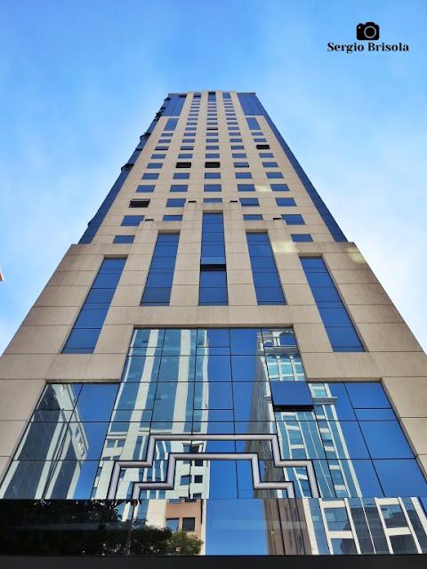 Perspectiva inferior da fachada do Edifício Angélica Trade Center - Higienópolis - São Paulo