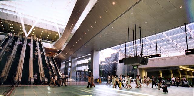 Cách đi tàu điện ngầm từ sân bay Changi vào trung tâm thành phố Singapore