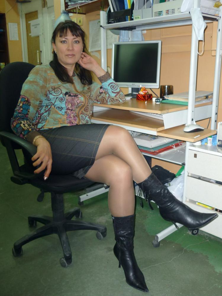Jo guest in pantyhose