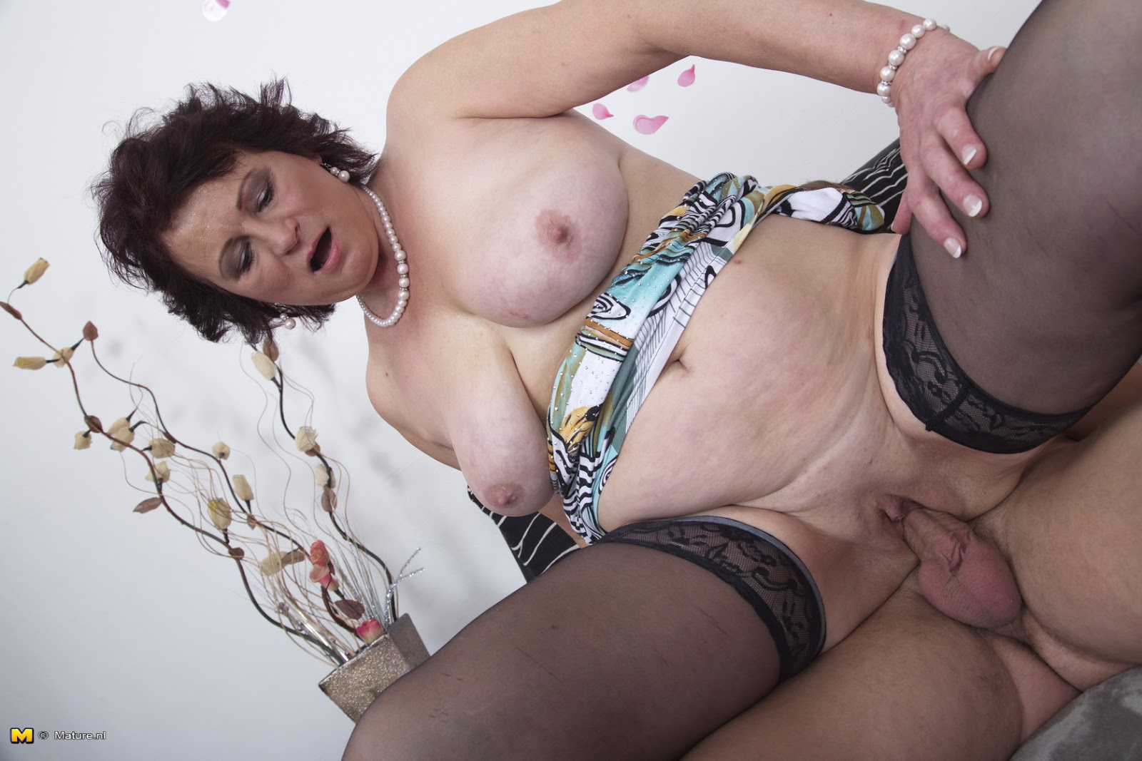 Mature mom xxx archives situation