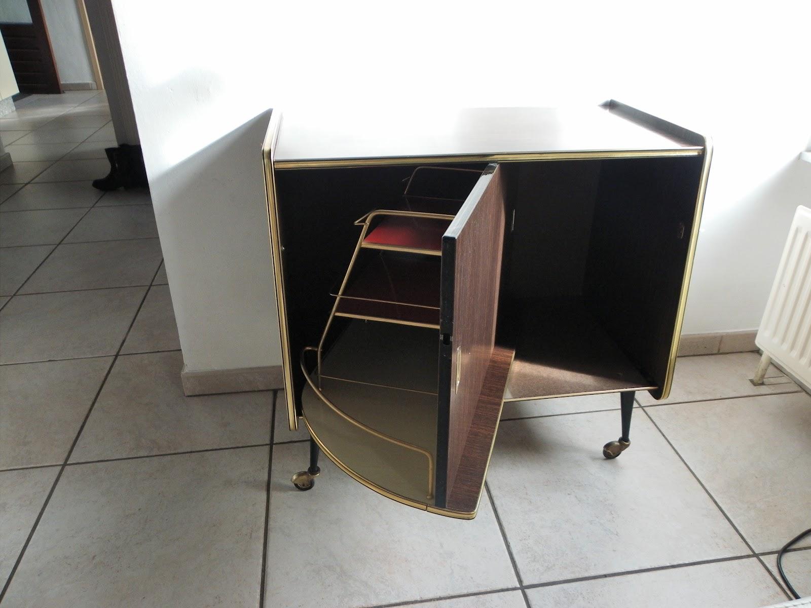 meuble bar en formica des annes roulettes et porte. Black Bedroom Furniture Sets. Home Design Ideas