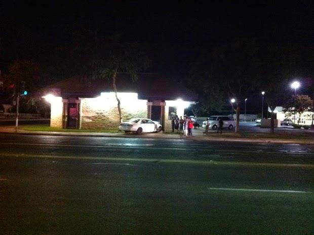 fresno suv car crash hit building olive chestnut avenue