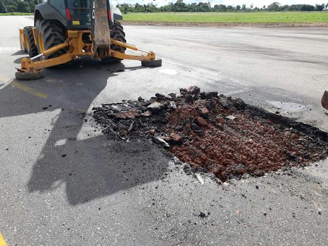 Buraco em pista de aeroporto faz todos os voos da Azul serem cancelados em Cacoal