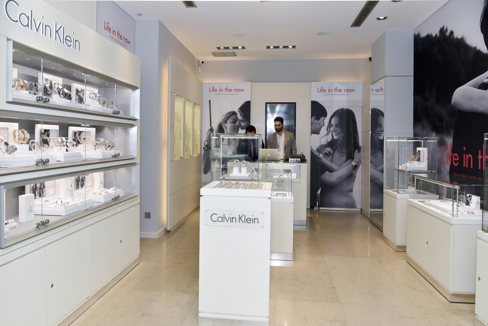... no mercado português, criando uma relação de proximidade com os  clientes da marca, disponibilizando uma colecção alargada de relógios e  joalharia. 4c420292c1