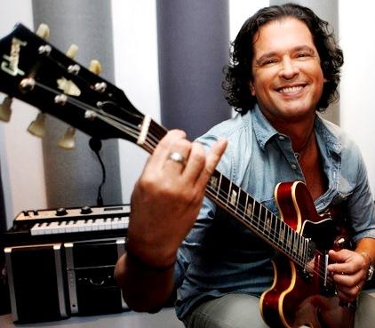 Foto de Carlos Vives con su guitarra