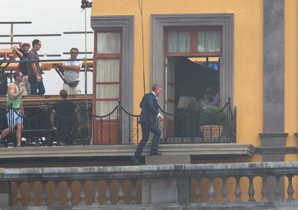 Daniel Craig nas filmagens de Spectre no México