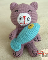 http://translate.googleusercontent.com/translate_c?depth=1&hl=es&rurl=translate.google.es&sl=ru&tl=es&u=http://www.maminblog.com/2012/02/amigurumi-cat-shema-opisanie.html&usg=ALkJrhhnJkJ-bDBtYbmWGeUypdacpqepag#more