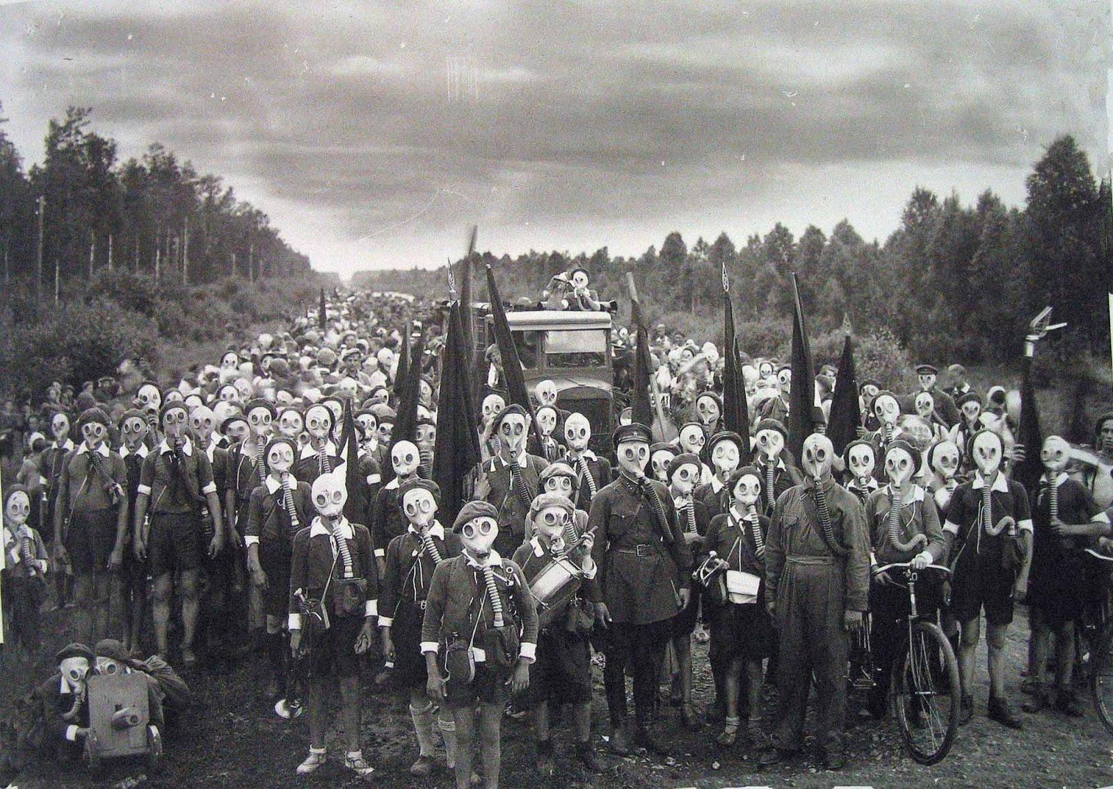 Pioneers of Leningrad in a defense drill, 1937.