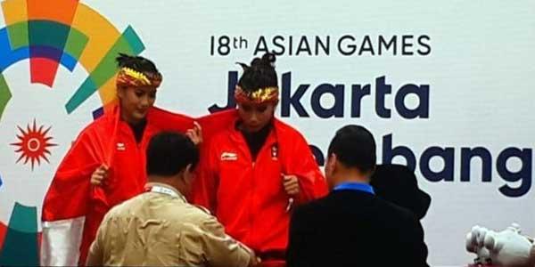Prabowo Kalungkan Medali Emas untuk Atlet Pencak Silat Ganda Putri
