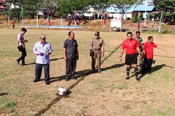 Pembukaan Turnamen Sepak Bola Piala Bupati Sekadau 2017 Oleh Bupati Sekadau