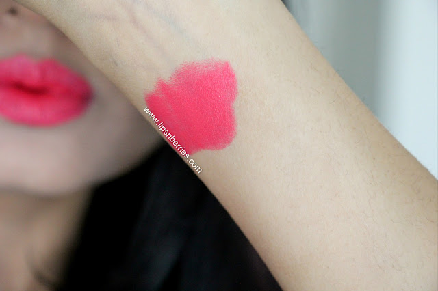Sleek lipstick in candy cane swatch