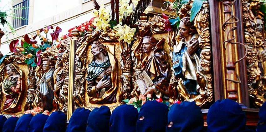 Vista lateral del trono del paso La Verónica. Melchor Gutierrez San Martín. Cofradía de Jesús Nazareno. León. Foto G. Márquez