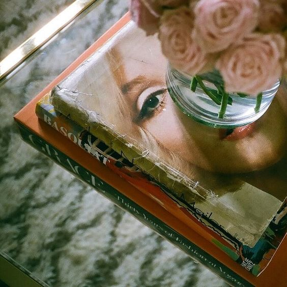 Pink roses + Marilyn Monroe | decor inspiration | Allegory of Vanity
