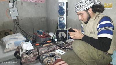 Saad Abu al-Izz, Seorang pejuang Suriah penemu alat pemantau serangan udara.