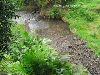 sungai kecilnya yang gemericik bikin hati tenang