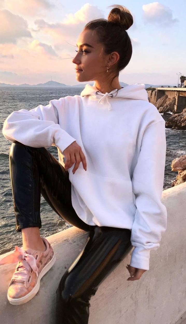 casual style addict / white sweatshirt + black leather pants + blush velvet sneakers
