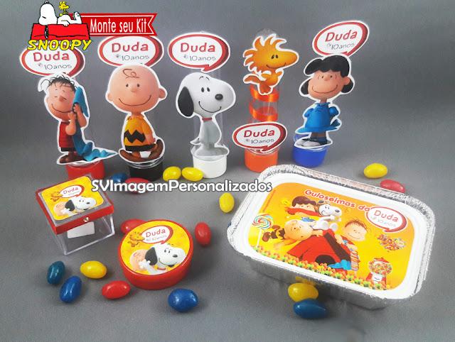 Aqui você encontra o preço mais barato para monte seu kit festa personalizado    Aproveite a promoção e  você pode escolher: *tubete / Tubete 3d A/ latinha / marmitinha / caixa de acrílico 4x4 cm / garrafinha de coca / garrafinha de 50 ml / pirulito psicodélico 6 cm / mamadeira* no tema Snoopy – O Filme, e sua turma Charlie Brown , festa para meninos e meninas, nas cores vermelho e azul, será um sucesso na decoração de sua festa.