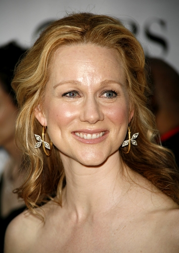 Blonde Medium Wavy Hairstyles For Women From Laura Linney