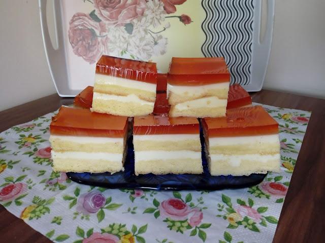 kostka brzoskwiniowo truskawkowa sernik na zimno na biszkopcie biszkopt z kremem biszkopt z galaretka ciasto z kremem ciasto z galaretka sernik z serkow homogenizowanych