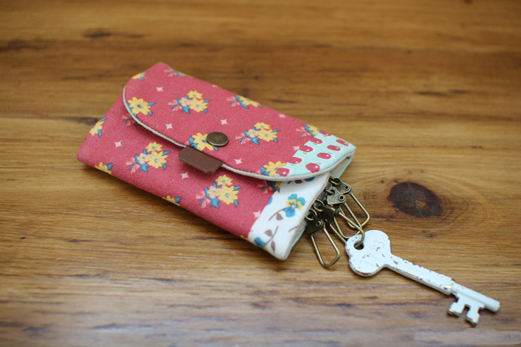 DIY Convenient keychain key holder. How to sew fabric. Tutorial in Pictures.
