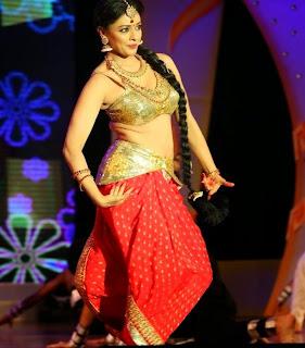 Pooja Kumar Dance Performance Pictures at Uthama Villain Audio Launch 6