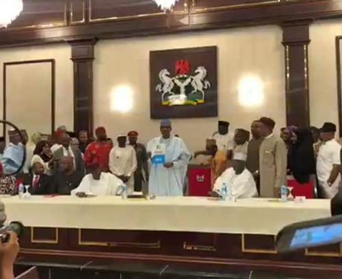 Buhari Receives N45m Presidential Election Forms In Aso Rock