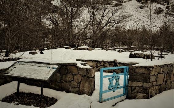 El blogero Lapshin visitó un cementerio judío del 1200