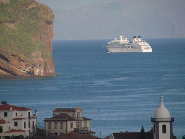 Seabourn Quest sailing near Garajau