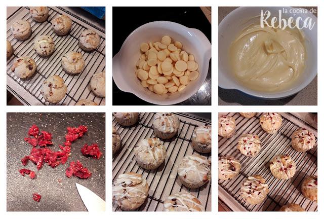Receta de muffins de arándanos secos y chocolate blanco: enfriado y decorado