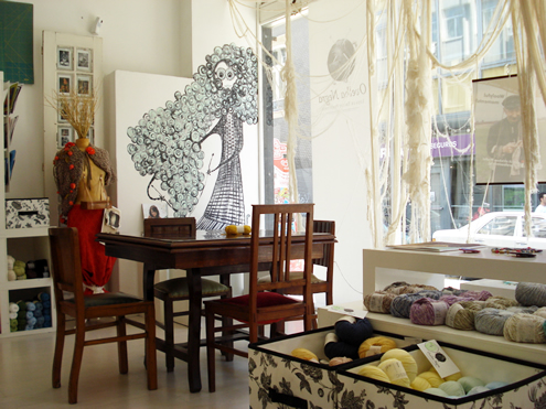 Creative guide to colorful Porto - Yarn shop | Happy in Red
