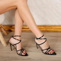 Sandale negre cu toc inalt cu barete dese elegante