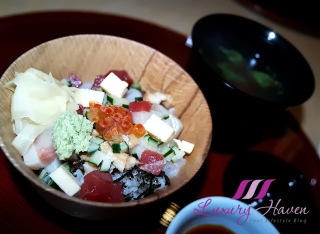 colourful and appetizing chirashi sushi