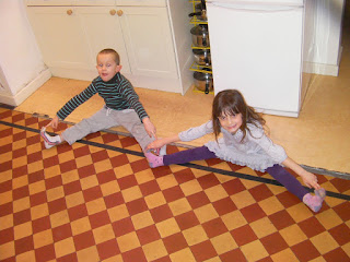 gymnastics sitting splits competition