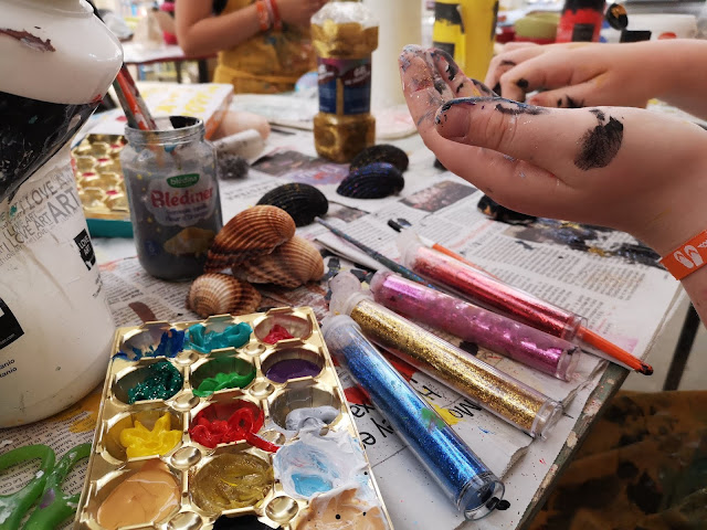 paints and crafts