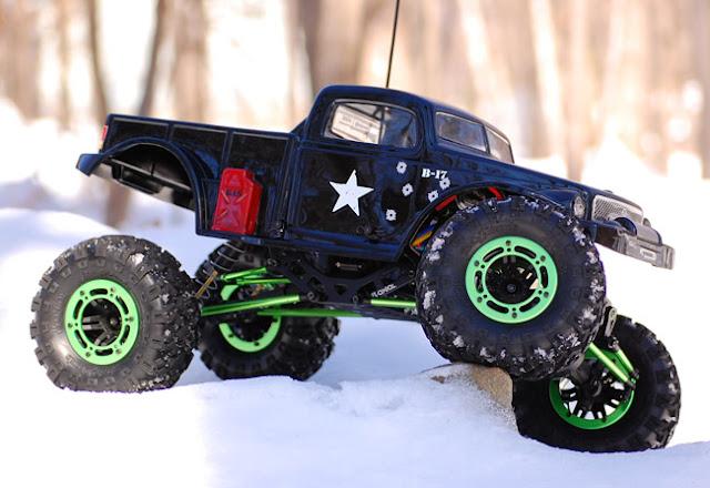 Axial AX10 rc crawler crawling