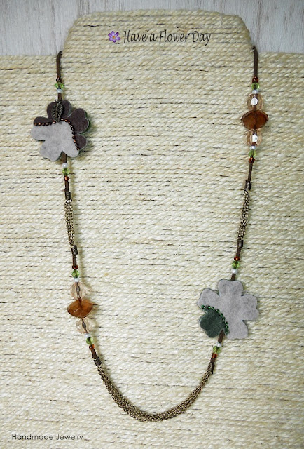 UNIA. Collar con flores camuflaje · Camouflage print flowers necklace