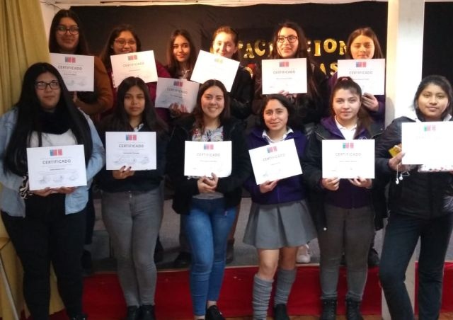 Alumnas del Colegio Nuestra Señora de Lourdes de Osorno