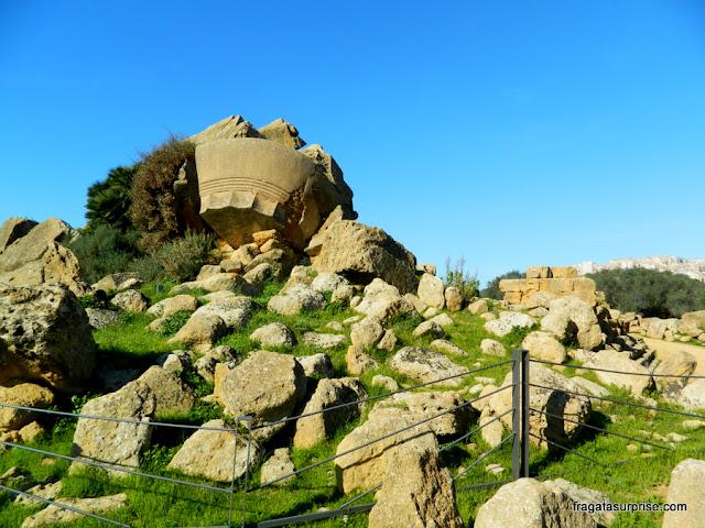 Vestígios do Templo de Zeus, no Vale dos Templos de Agrigento