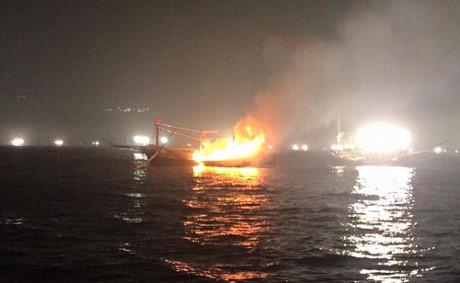 Quảng Ngãi: Tàu cá cháy rụi trong đêm, ngư dân mất trắng 4 tỉ đồng