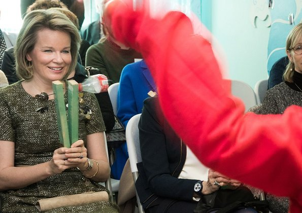 Queen Mathilde of Belgium visited the Fernand Philippe Maternal Home in Wanfercée-Baulet. The Queen wore Natan green dress