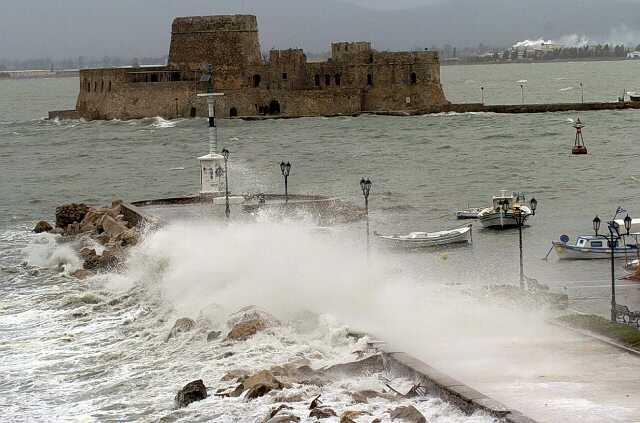 Προσοχή: Συνεχίζονται οι θυελλώδεις άνεμοι στον Αργολικό κόλπο